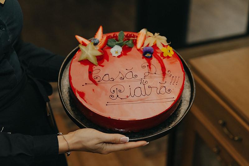 Tortul glazurat de la petrecerea de cununie