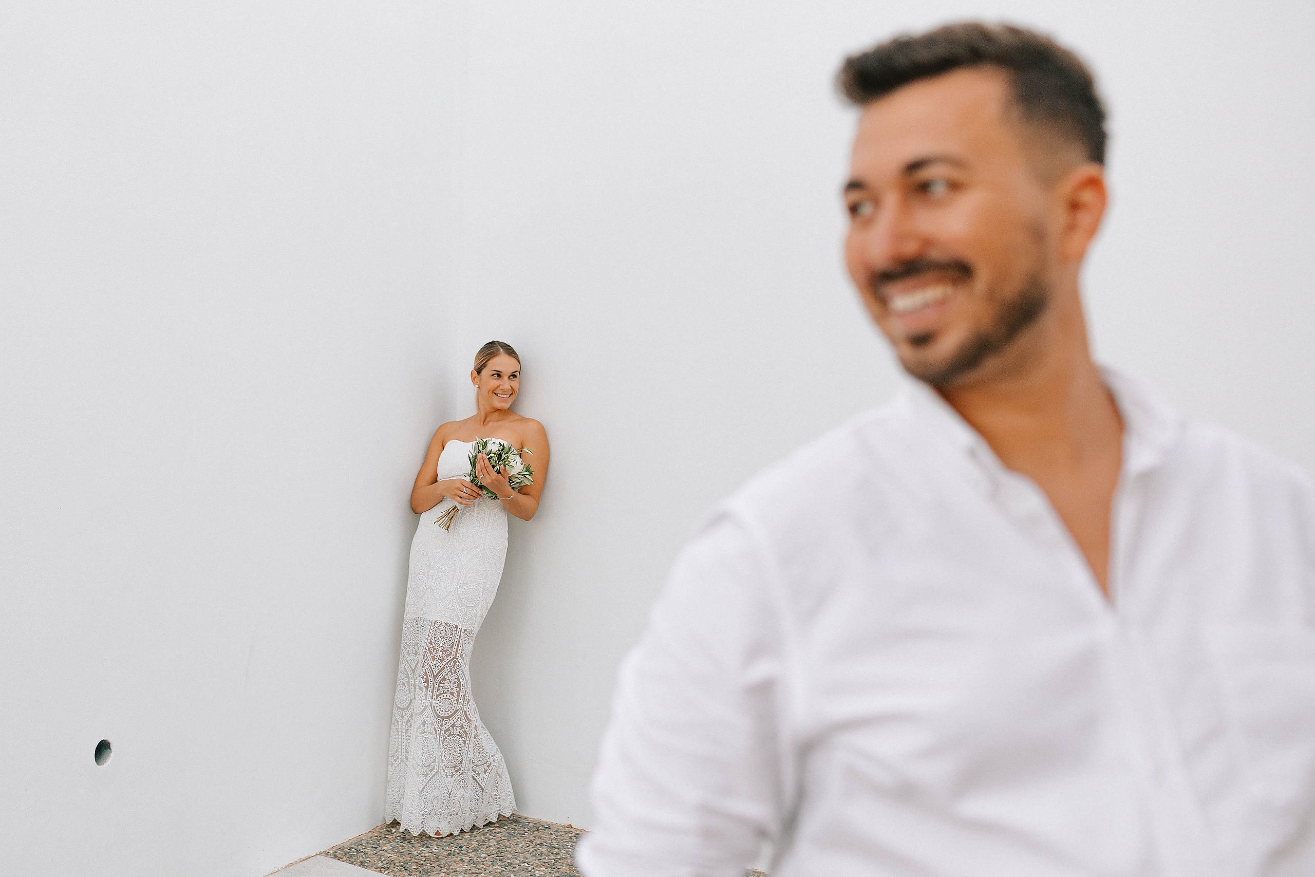 After wedding in Creta foto pe fundal alb
